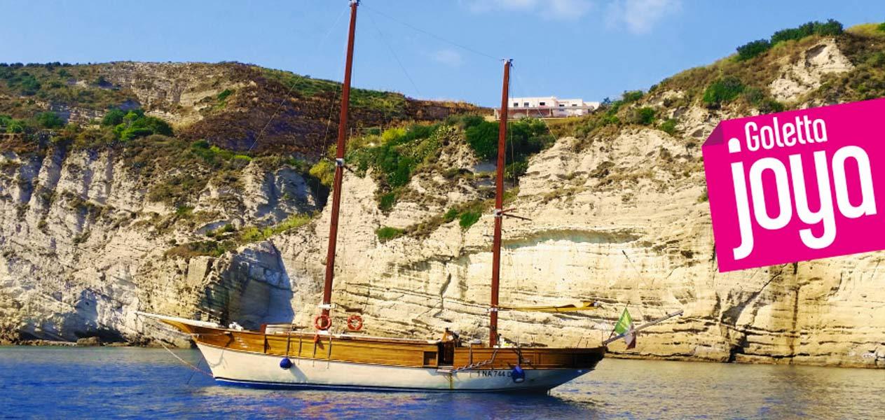 Giro di Ischia in barca con bagno con Goletta Joya