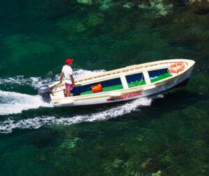 barca per escursione alla grotta verde